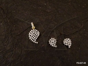 Ad Jewellery , Kairi Shape Checks Ad Pendant Set | Manek Ratna