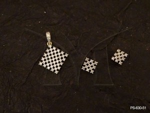 Ad Jewellery , Square Twisted Checks Ad Pendant Set | Manek Ratna