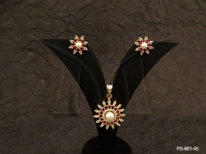 Ad Jewellery , Round Sunflower Style Ad Pendant Set | Manek Ratna