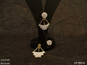 Ad Jewellery , Steps Pendulam Style Round Hold Ad Earrings | Manek Ratna