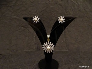 Ad Jewellery , Sunflower Style Moti Center Ad Pendant Set | Manek Ratna