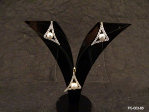 Ad Jewellery , Triangular Moti Center Ad Pendant Set | Manek Ratna
