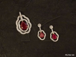 Ad Jewellery designed with Oval Curved Lines Paan Centered Ad Pendant Set by Manek Ratna